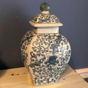 NWOT blue white green ginger jar